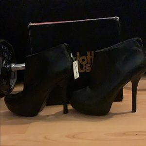 BRAND NEW WITH TAGS CHARLOTTE RUSSE ANKLE BOOTIES